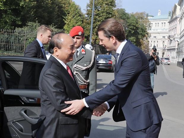 奥地利总理塞巴斯蒂安举行隆重仪式 欢迎阮春福总理到访 hinh anh 2