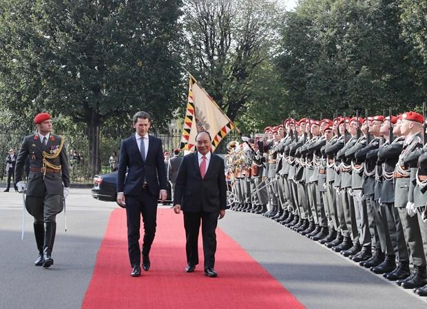 奥地利总理塞巴斯蒂安举行隆重仪式 欢迎阮春福总理到访 hinh anh 1