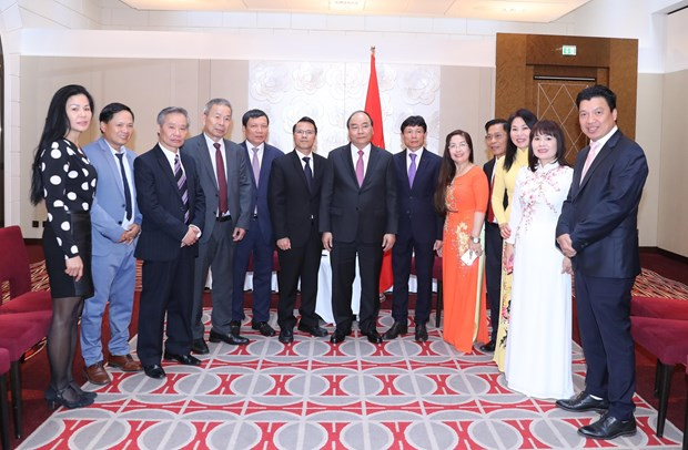 政府总理阮春福会见旅居欧洲越南人协会联合会代表 hinh anh 1