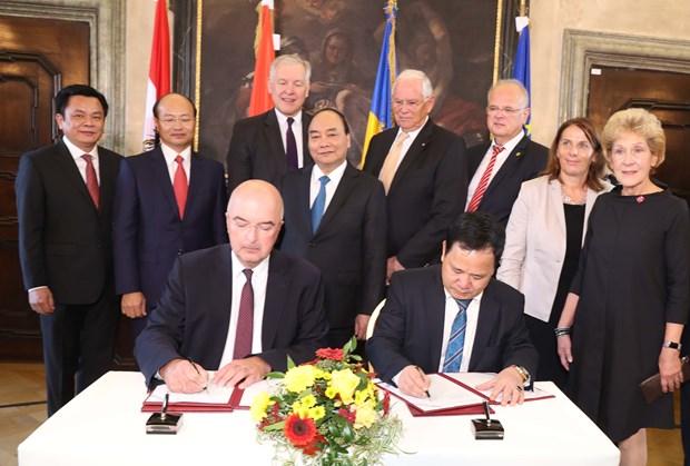 越南政府总理阮春福访问克雷姆斯应用科技大学 结束对奥地利的正式访问 hinh anh 2