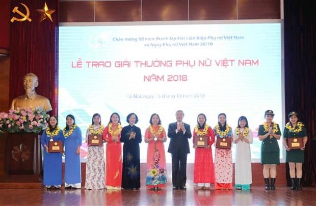 越南妇女奖颁奖仪式在河内举行 15个优秀个人和集体获奖 hinh anh 1