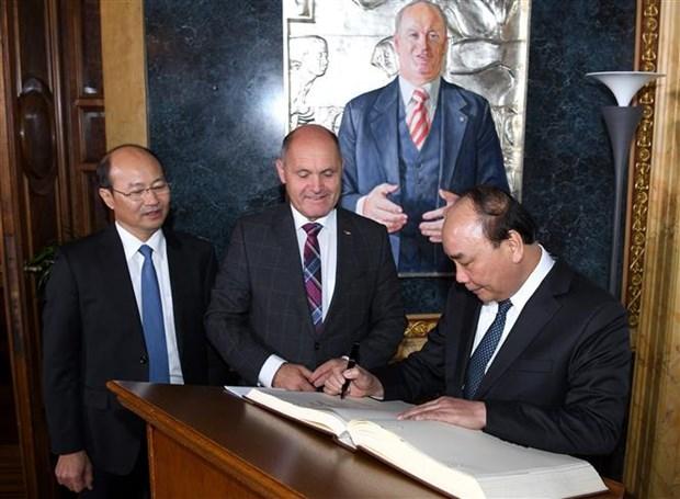 阮春福总理会见奥地利议会议长索博特卡 hinh anh 2