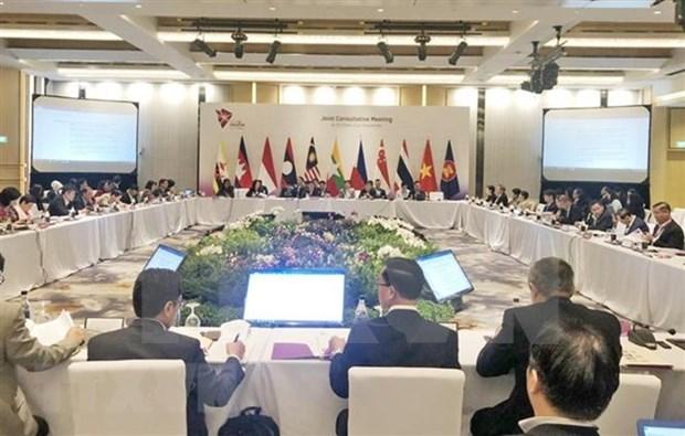 第33届东盟峰会联合协调会议在新加坡举行 hinh anh 1