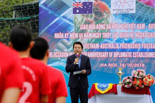 河内举行足球友谊赛 庆祝越澳建交45周年 hinh anh 1