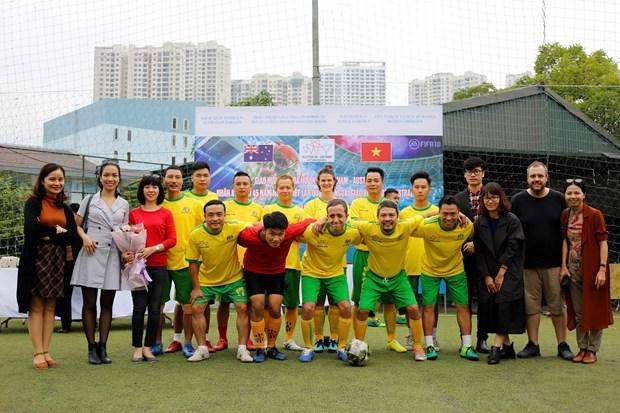 河内举行足球友谊赛 庆祝越澳建交45周年 hinh anh 2
