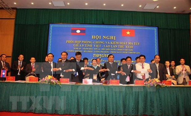 越南与老挝加强合作打击各类毒品犯罪活动 hinh anh 2