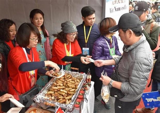越南参加在中国举行的国际义卖活动 hinh anh 3