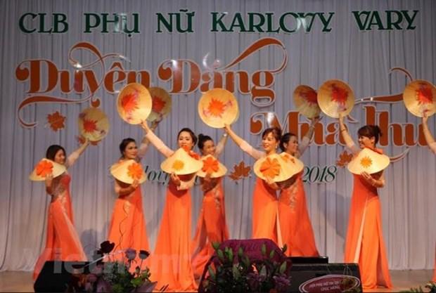 海外越南人举行活动庆祝越南妇女节 hinh anh 2