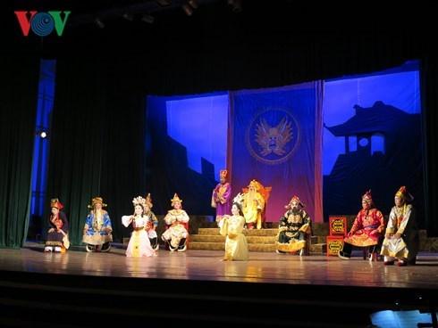 全国专业从剧、发牌唱曲及民间歌剧艺术节有助于弘扬民族传统艺术 hinh anh 1