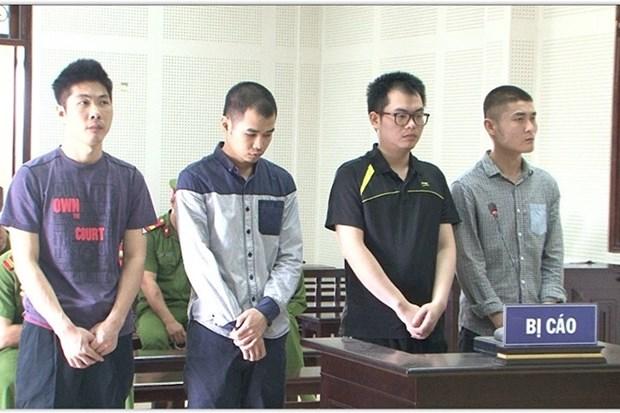 四名中国疑犯因伪造银行卡在越非法取款而获刑 hinh anh 1
