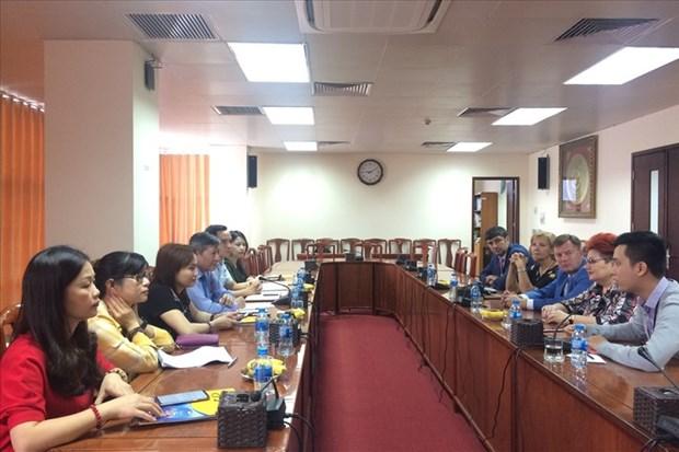 越南劳动总联合会与白俄罗斯化工、矿产和石油工业工会分享工会工作经验 hinh anh 1