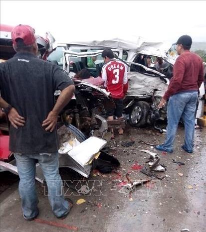 菲律宾发生严重交通事故 造成11人死亡 hinh anh 1