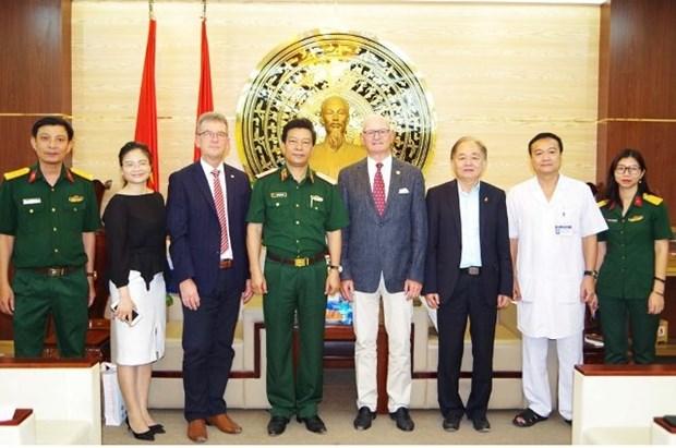 德国医疗代表团访问越南 hinh anh 1