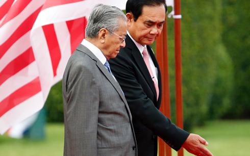 泰国和马来西亚两国领导讨论安全合作 hinh anh 1