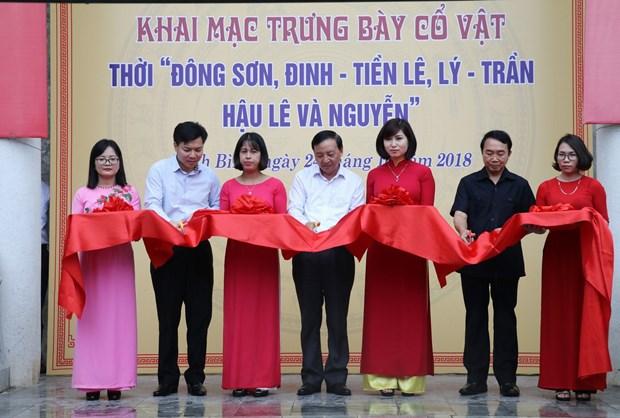 越南东山时代和历代王朝500件文物公诸于众 hinh anh 1