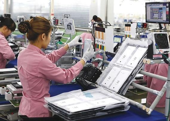 受中美贸易战的影响越南手机及零配件出口额大幅下降 hinh anh 2