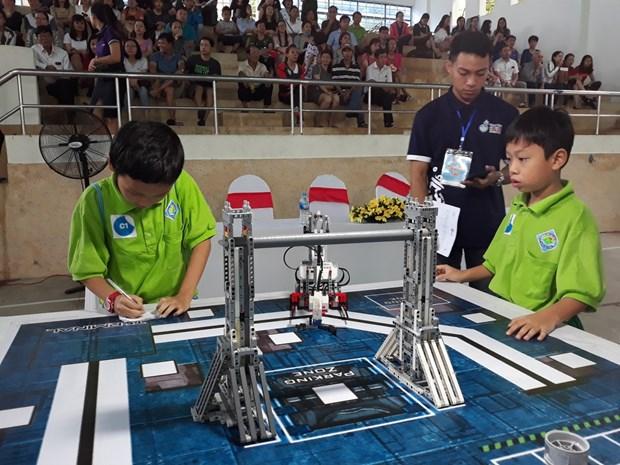 2018年越南全国小学生机器人大赛吸引42支机器人队参赛 hinh anh 1