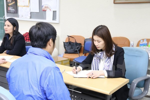 为越南赴韩务工人员提供法律咨询 hinh anh 1