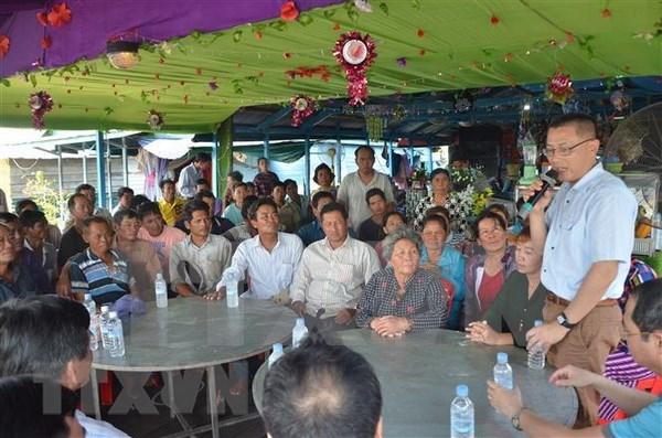 越南驻柬埔寨大使看望慰问旅居柬埔寨磅清扬省的越裔柬埔寨人 hinh anh 1