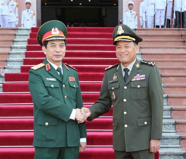 柬埔寨国家宪兵总司令冯批森对越南进行正式访问 hinh anh 3