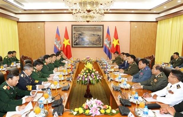 柬埔寨国家宪兵总司令冯批森对越南进行正式访问 hinh anh 2