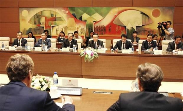 国会副主席冯国显会见欧洲议会渔业委员会代表团 hinh anh 1