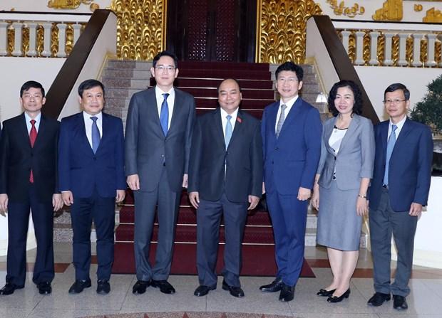 越南政府总理阮春福会见韩国三星集团领导 hinh anh 1