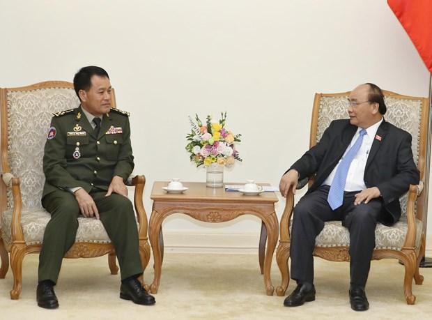 越南政府总理阮春福会见柬埔寨王家军队高级代表团 hinh anh 1