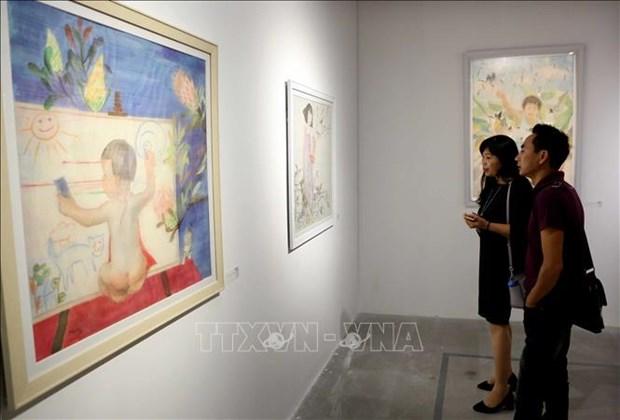 小型雕刻与丝绸画展览会在河内举行 hinh anh 1