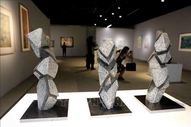 小型雕刻与丝绸画展览会在河内举行 hinh anh 2
