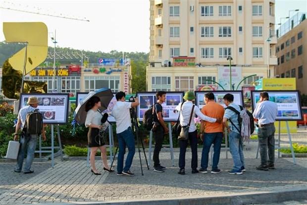 2018年越南艺术摄影展览会正式开幕 hinh anh 2