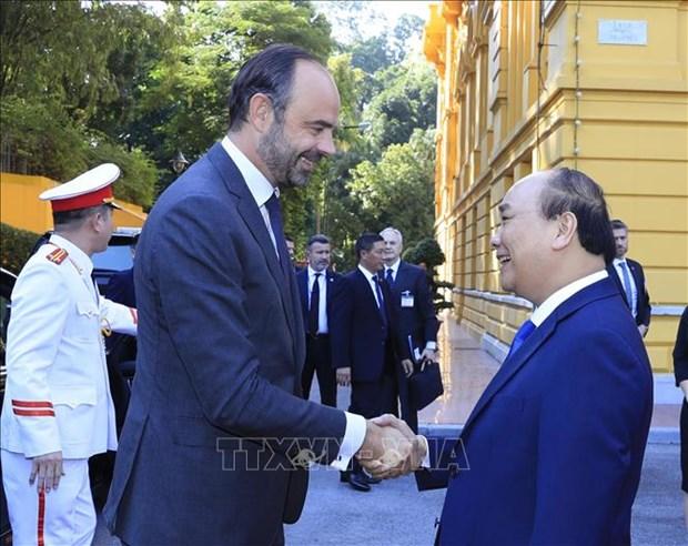 越南政府总理阮春福与法国总理爱德华·菲利普举行会谈 hinh anh 1