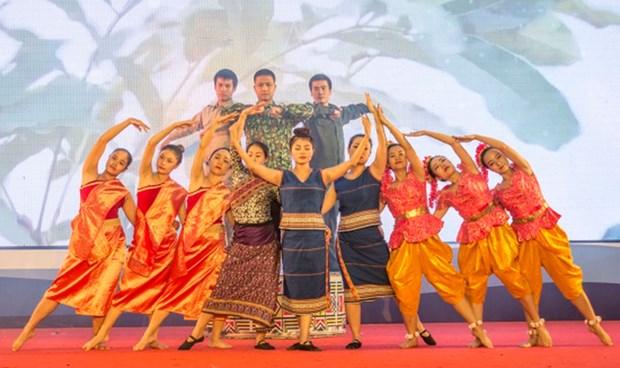 第一届越老柬边境友好交流活动在崑嵩省举行 hinh anh 2