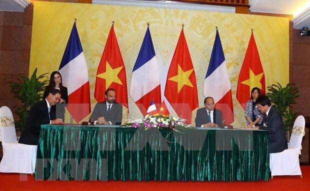 法国媒体密集报道法国总理爱德华·菲利普访越的消息 hinh anh 1