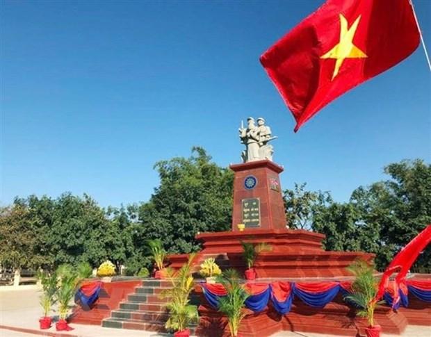 越柬友谊纪念碑在柬埔寨拉塔纳基里省正式落成 hinh anh 1