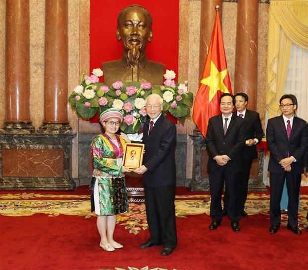 越共中央总书记、国家主席阮富仲亲切会见优秀学生、大学生代表 hinh anh 2