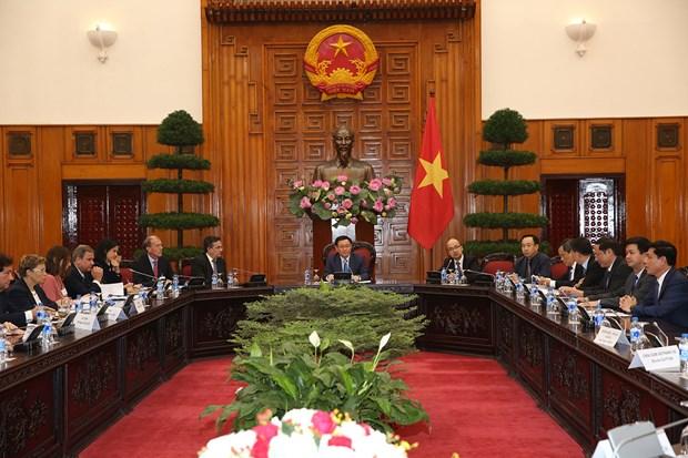 政府副总理王廷惠会见法国企业家代表团 hinh anh 1