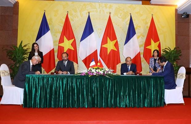 法国总理爱德华•菲利普圆满结束对越南进行的正式访问 hinh anh 1