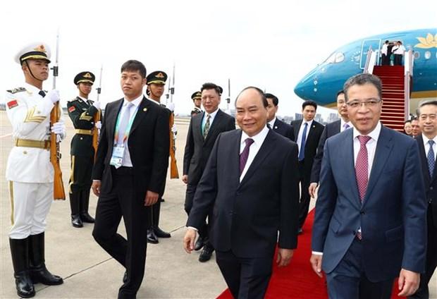 越南政府总理阮春福抵达上海 开始出席中国国际进口博览会之行 hinh anh 2