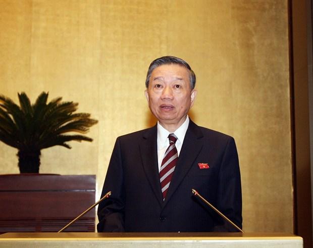 越南第十四届国会第六次会议:重点讨论延长《对入境越南的外国人试行签发电子签证》决议的期限 hinh anh 2