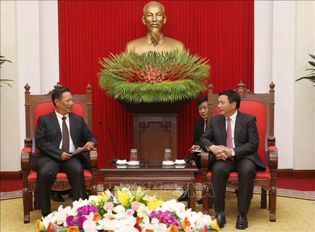 越共中央理论委员会主席会见老挝国家社会科学委员会代表团 hinh anh 1