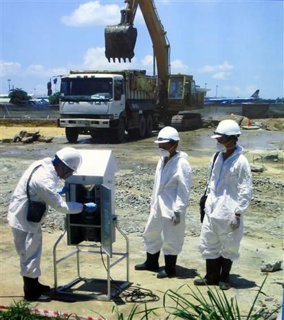 越南与美国配合对岘港市机场区域迪奥辛污染的土地进行清除 hinh anh 2