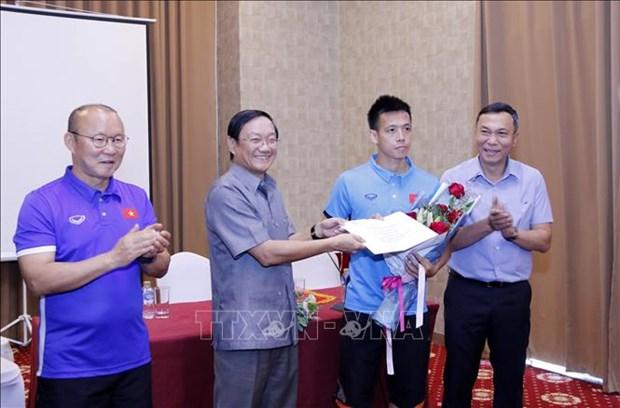 2018年铃木杯东南亚足球锦标赛:越南驻老挝大使给越南球队打气助威 hinh anh 2