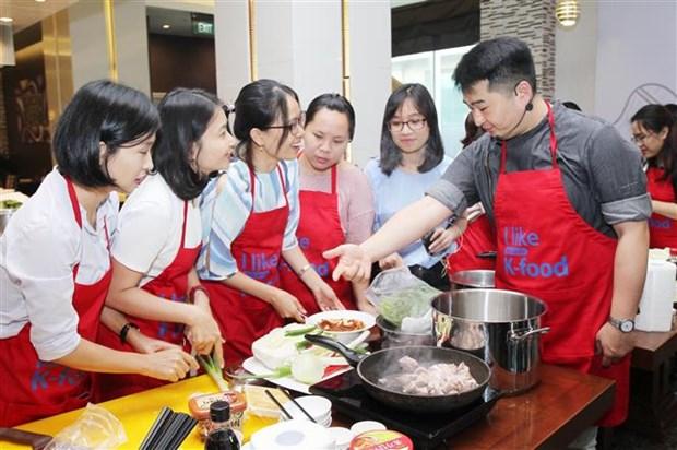 韩国厨师在越南推介传统美食 hinh anh 2