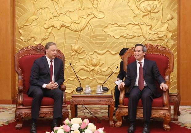 越共中央经济部部长阮文平会见俄罗斯共产党代表团 hinh anh 1