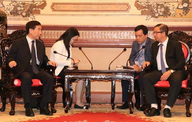 胡志明市人民议会副主席会见中国全国人大代表团 hinh anh 1