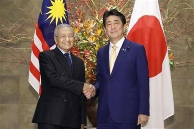 日本首相与马来西亚总理会谈 hinh anh 1
