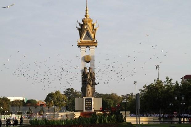 越南党和国家领导人向柬埔寨党和国家领导人致国庆贺电 hinh anh 1