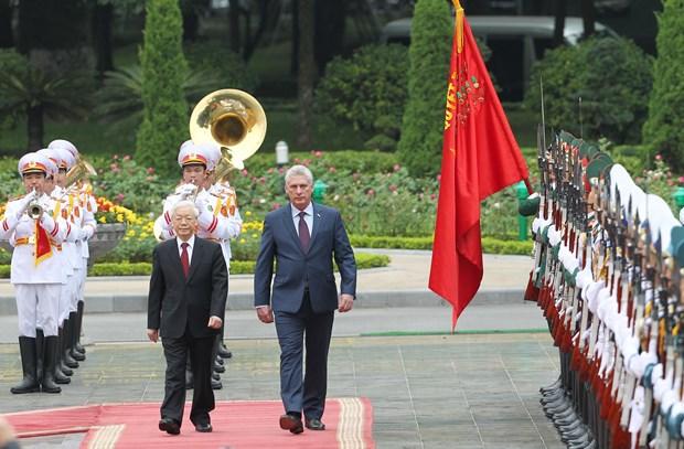 阮富仲举行仪式欢迎古巴国务委员会主席兼部长会议主席到访 hinh anh 1