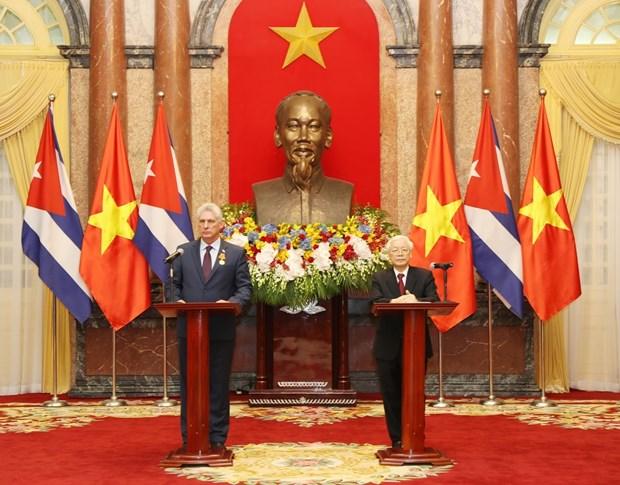 阮富仲与古巴国务委员会主席兼部长会议主席迪亚斯-卡内尔共同会见记者 hinh anh 1